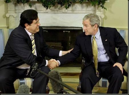 Alan Garcia con Bush